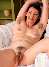 Smoking hot Anna showeing off her hairy pits and bush