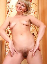 Mature Lana oozes elegance and juices